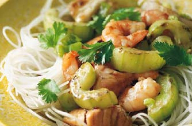A quick and easy dish of rice noodles with stir-fry cucumber and prawns. The taste is refreshing, light and flavoured with sesame oil.