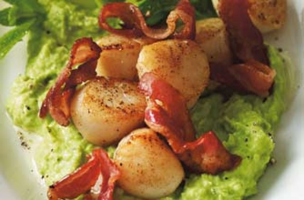 Woman's Weekly Scallops with pea puree and courgette ribbons
