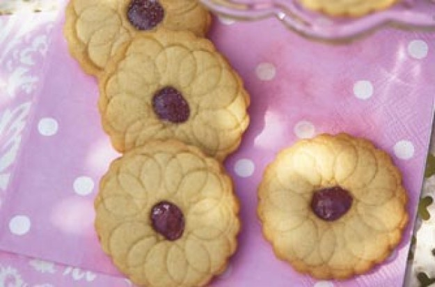 Woman's Weekly Jammy sandwich biscuits