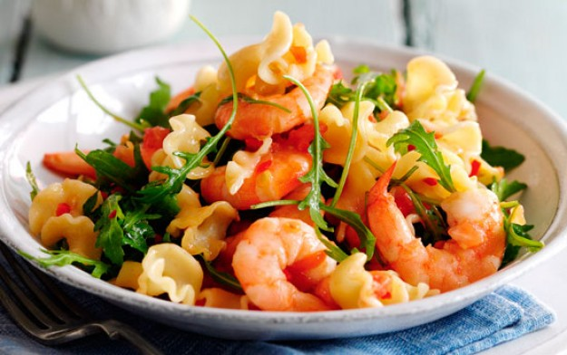 Slimming world 39 s pasta with prawns chilli and tomatoes for Prawn and pasta salad recipes