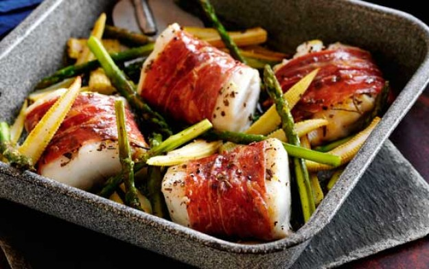 Slimming World's parma ham wrapped cod with sweetcorn and asparagus