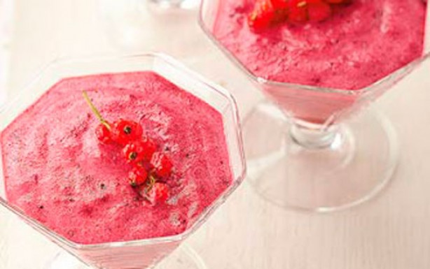 Light berry mousse