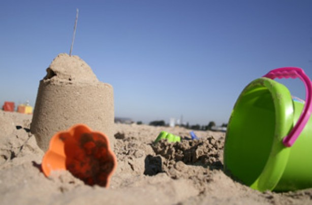 Garden crafts for your kids: sandcastle competition