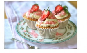 Strawberry Tea frosting cupcakes