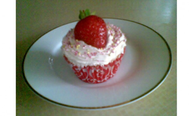Strawberry Tea Champagne Cupcakes