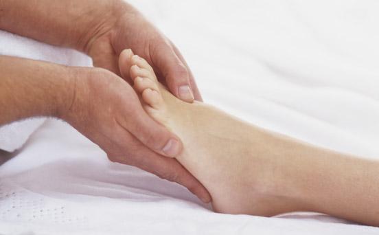 Midwife Amanda Gwynne tells us how to treat swollen ankles ...