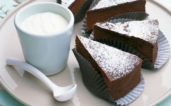 Flourless chocolate and hazelnut cake recipe - goodtoknow