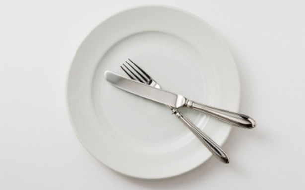 diet myths, diet, ose weight, stop eating, plate, knife and fork
