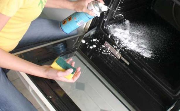 Save money on household bills: Clean your oven door