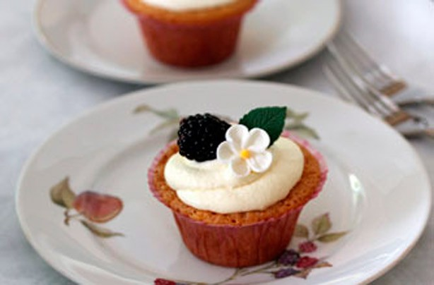Blackberry cupcake 614x404