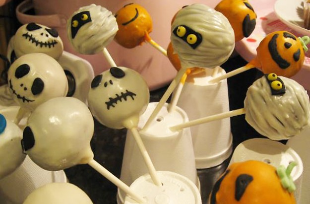 Vicki Steel's Halloween cake pops