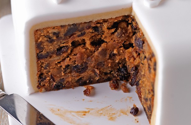 40 christmas cake ideas basic christmas cake goodtoknow for Cake recipe ideas uk