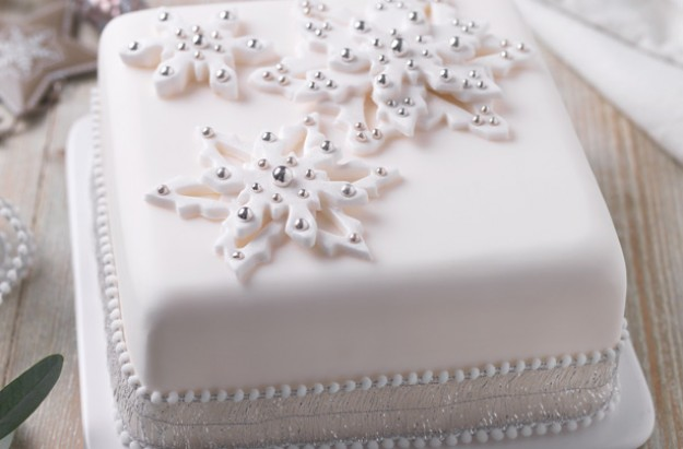 Snowflake Christmas cake recipe - goodtoknow