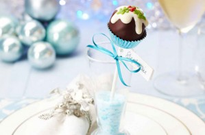 Christmas pud cake pops