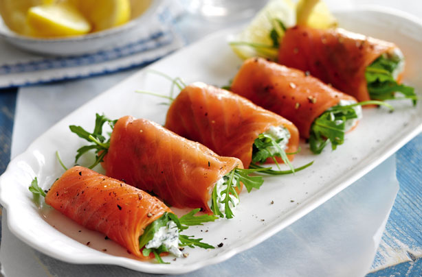 Slimming world 39 s smoked salmon cottage cheese and rocket for Salmon canape ideas
