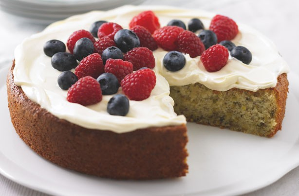 Pistachio and yogurt cake