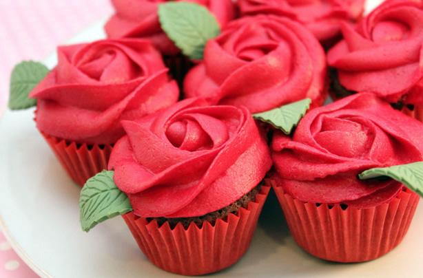Red rose cupcakes recipe - goodtoknow