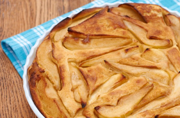 Baked pear and caramel pancake pudding