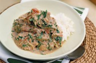 Slow-cooked chicken curry 