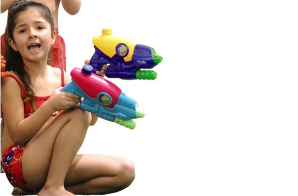 50 outdoor toys for Summer: Sizzlin' Cool Stinger Twin Pack Water Guns