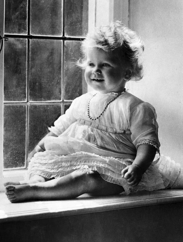 The Queen: 1927