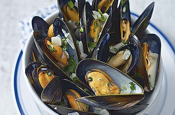 Esy to follow cooking technique in preparing mussels. This is quick to cook and so delicious as a starter or main.
