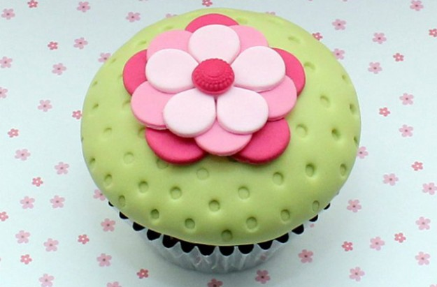 New easy flower cupcakes