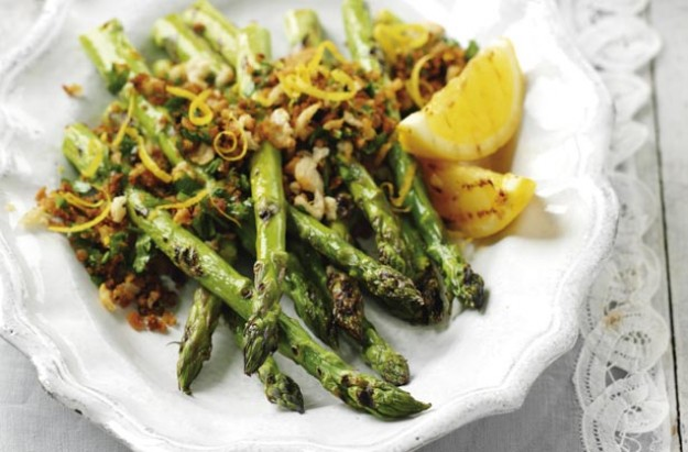 Asparagus with lemon crumbs