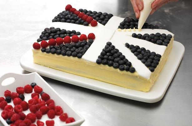 Union Jack Jubilee Cake step 4
