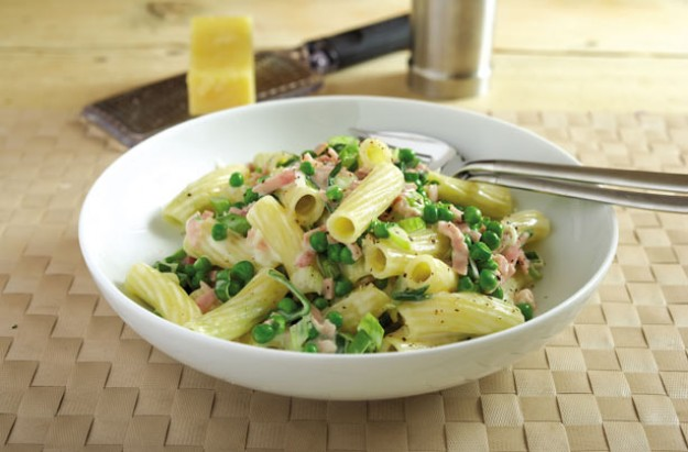 Leek, pea and smoked ham pasta