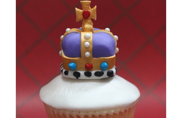 Your Jubilee cakes and bakes Clare BatemanKings Jubilee crown