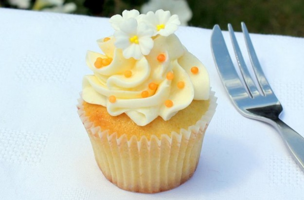 Orange and elderflower cupcakes