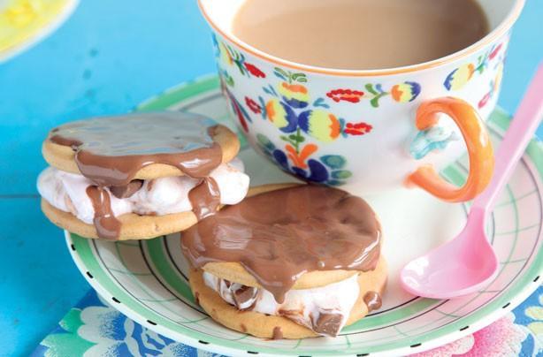 Chocolate marshmallow sandwich