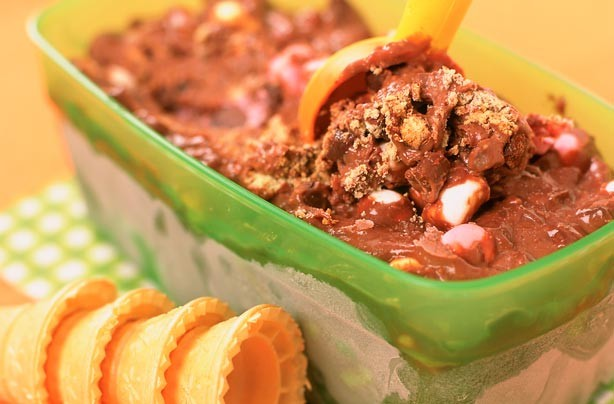Cool down in the summer sun with this mouth-watering ice cream. A melting moment with textures of plain chocolate and digestive biscuit chunks and gooey marshmallows. It is easy to make and this recipe serves 6-8 people.