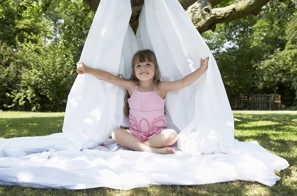 Garden crafts for kids: build a den