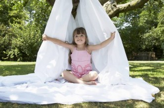 Garden crafts for kids, build a den