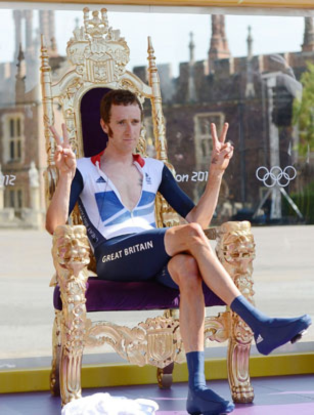 Bradley Wiggins celebrates gold in style