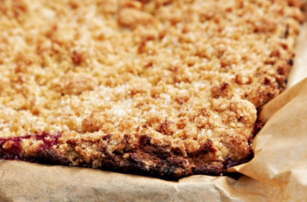 Plum-crumble-cake
