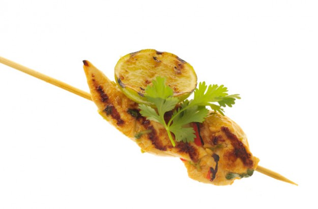 Get creative, stacking colourful bites of food on skewers. Marinaded chicken fillets is quickly grilled and served with guacamole for that delicious Mexican flavour.