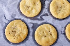 Gruyere biscuits