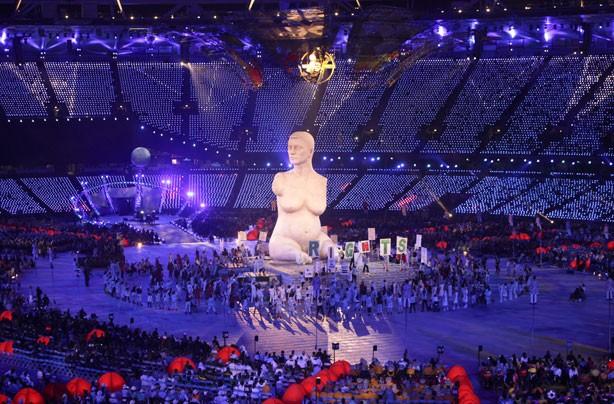 Famous statue of Alison Lapper pregnant