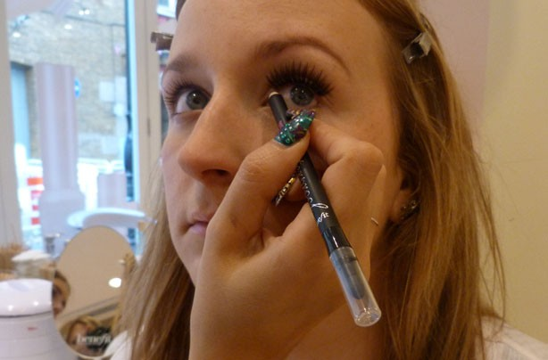 Benefit how to: apply false lashes eyeliner