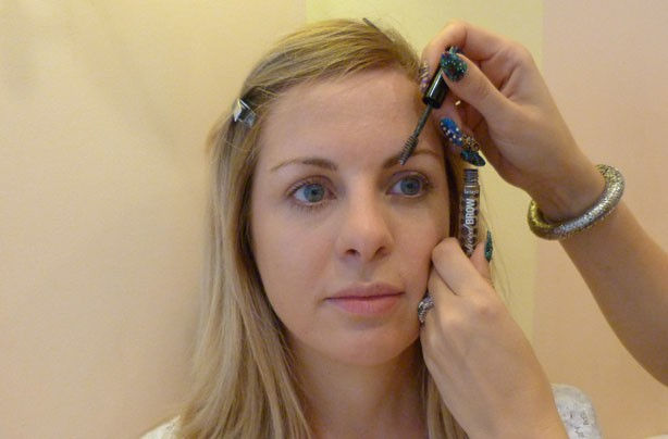 Benefit how to shape eyebrows brush