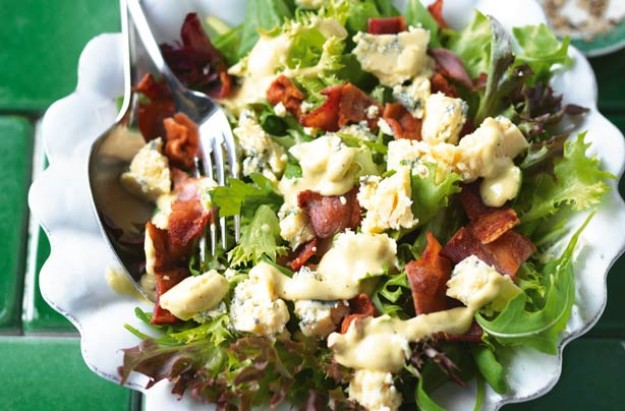 Blue cheese and bacon salad