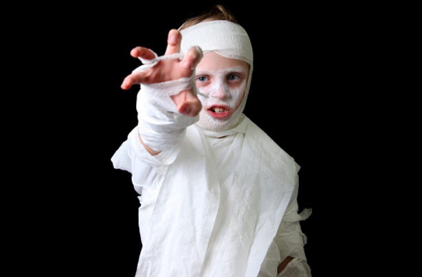 Make your own Halloween costumes: Mummy costume