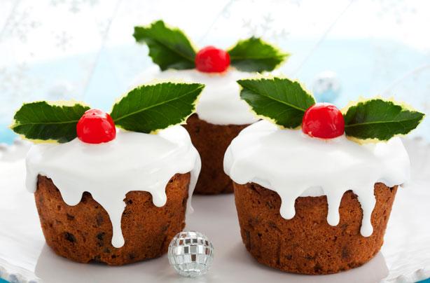 Small Christmas Cake Images : Mini Christmas cakes recipe - goodtoknow