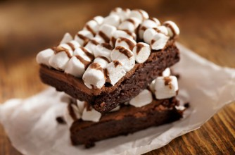 Dark chocolate and mallow brownies