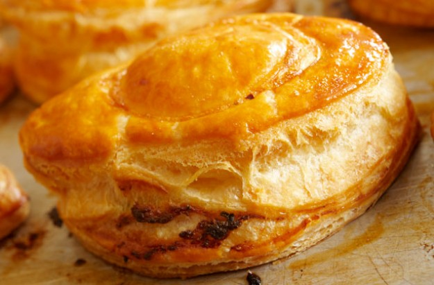 Minced lamb and vegetable puffs