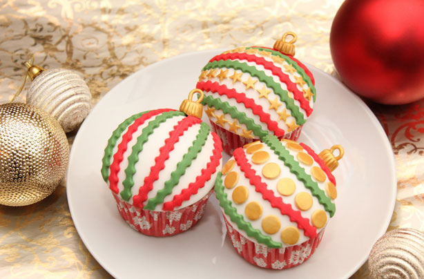 Christmas-bauble-cupcakes.jpg