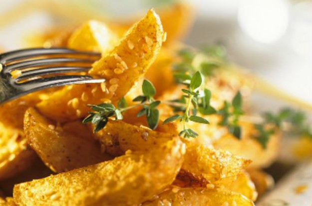 Golden potato wedges with sesame and thyme